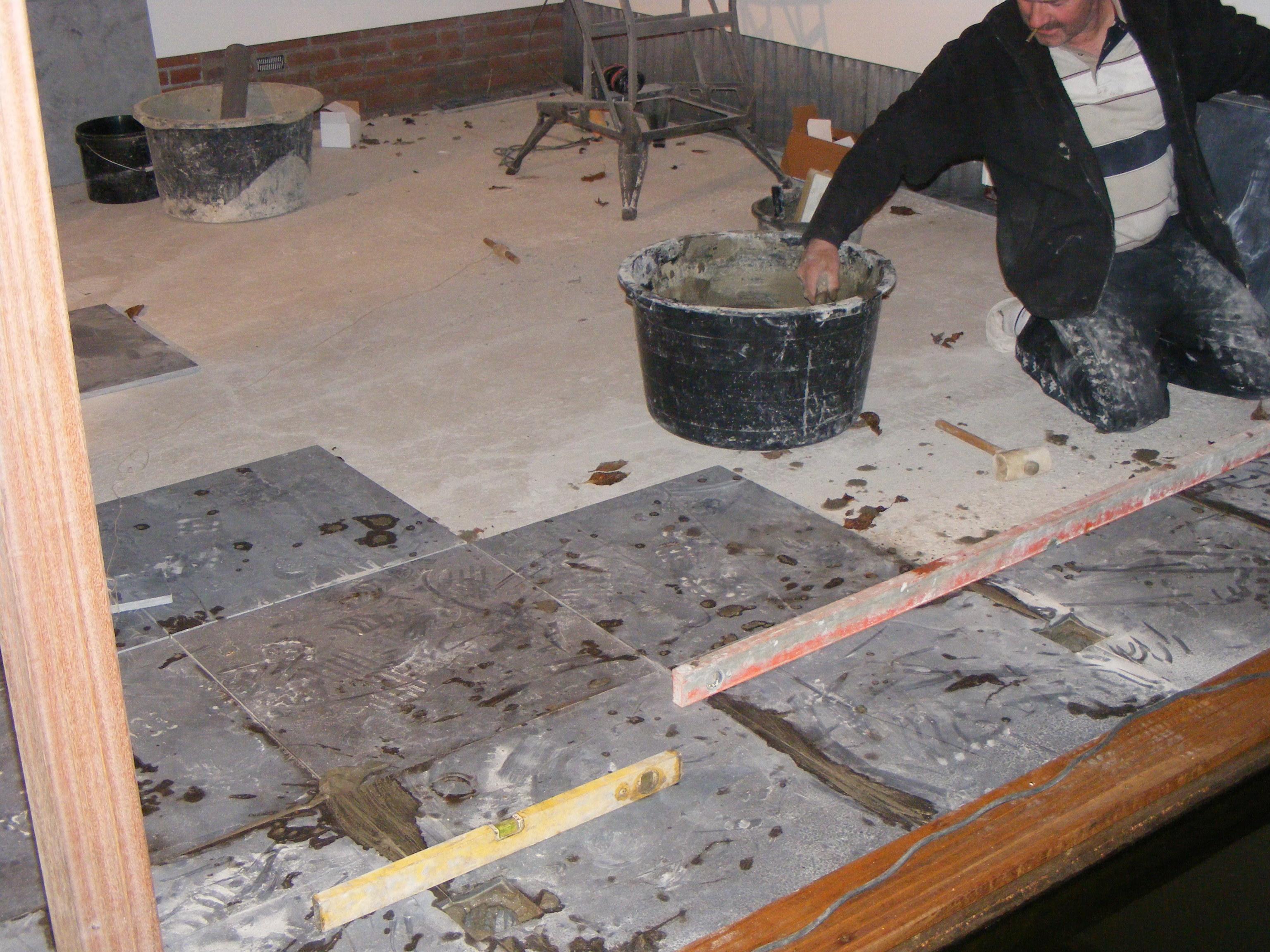 Tegels leggen in cement
